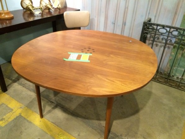 MM dining table