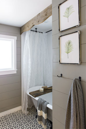 Been dreaming of a calm, relaxing bathroom? Get inspired by this beautiful use of a clawfoot tub (from Jenna Sue Design Co, featured in Country Living)