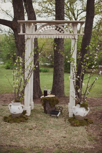 wedding-chicks-dot-com-porch-column-archway